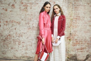 Valentino-resort-2018-backstage-fashion-show-the-impression-005