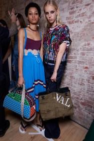 Valentino-resort-2018-backstage-fashion-show-the-impression-083