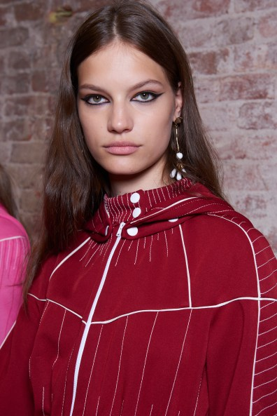 Valentino-resort-2018-beauty-fashion-show-the-impression-21