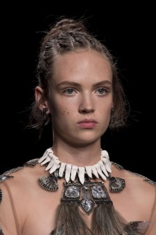 Valentino-spring-2016-runway-beauty-fashion-show-the-impression-20