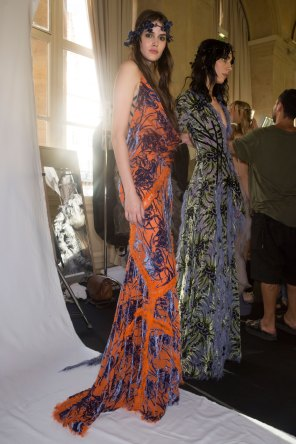 atelier-versace-backstage-fall-2015-couture-the-impression-034