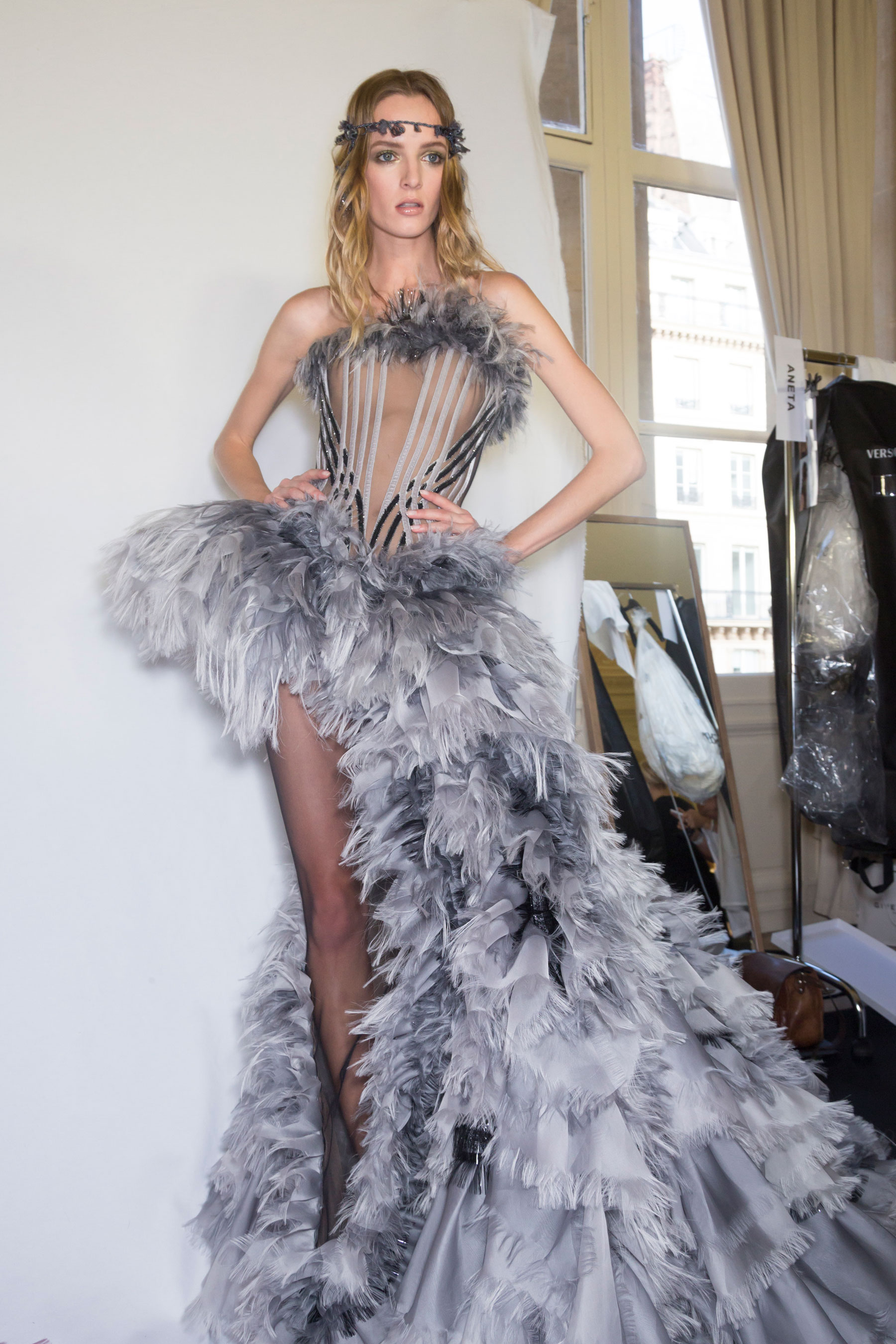 atelier-versace-backstage-fall-2015-couture-the-impression-080