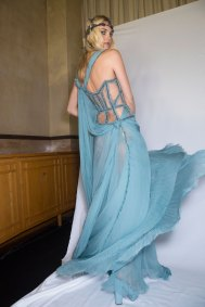 atelier-versace-backstage-fall-2015-couture-the-impression-100
