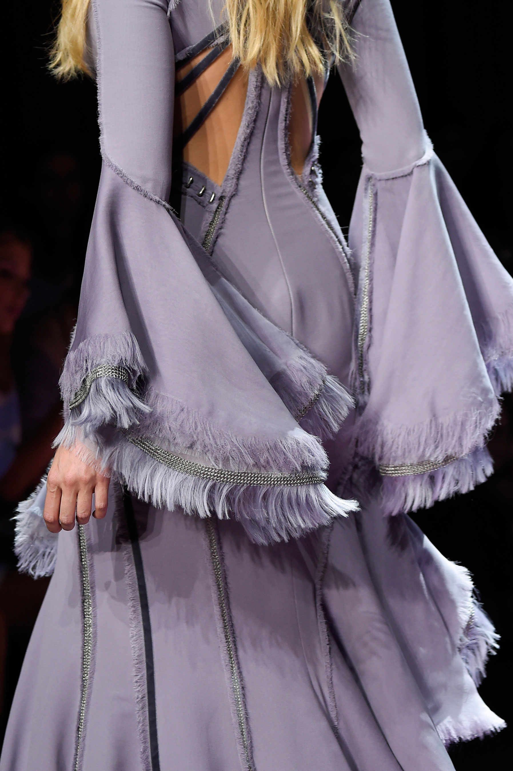 atelier-versace-close-ups-fall-2015-couture-the-impression-005