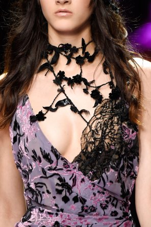 atelier-versace-close-ups-fall-2015-couture-the-impression-052