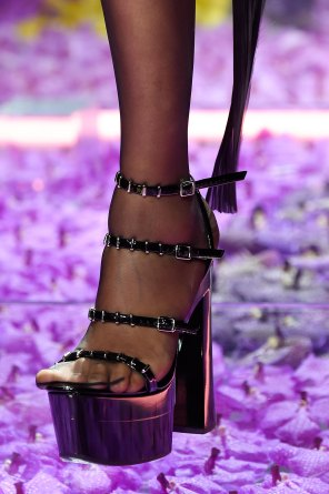 atelier-versace-close-ups-fall-2015-couture-the-impression-141