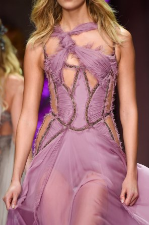 atelier-versace-close-ups-fall-2015-couture-the-impression-216