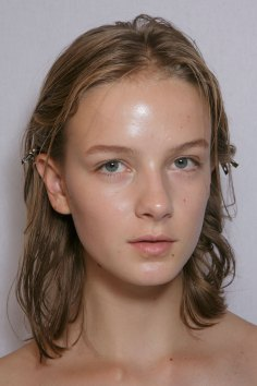 burberry-spring-2016-beauty-fashion-show-the-impression-13