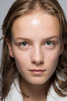 burberry-spring-2016-beauty-fashion-show-the-impression-43
