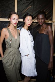 chalayan-spring-2016-backstage-fashion-show-the-impression-25