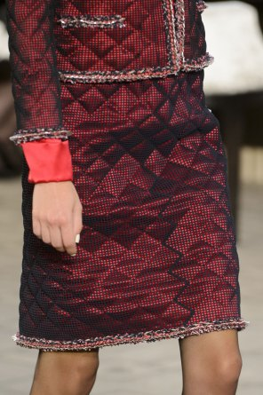 chanel-close-ups-fall-2015-couture-show-the-impression-037