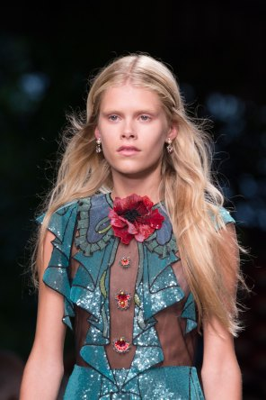 gucci-beauty-spring-2016-fashion-show-the-impression-009