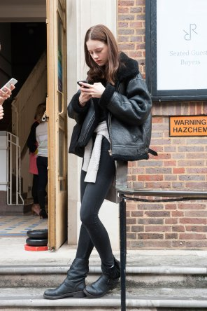 london-fashion-week-day-4-street-style-spring-2016-fashion-show-the-impression-003