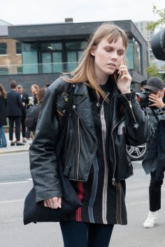 london-fashion-week-day-4-street-style-spring-2016-fashion-show-the-impression-014