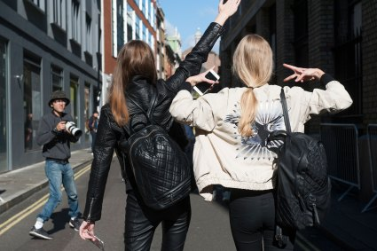 london-fashion-week-street-style-day-2-spring-2016-fashion-show-the-impression-010
