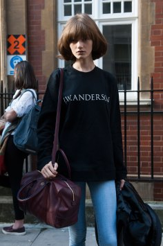 london-fashion-week-street-style-day-2-spring-2016-fashion-show-the-impression-029