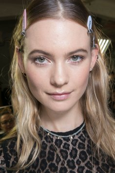 versace-backstage-beauty-spring-2016-fashion-show-the-impression-002
