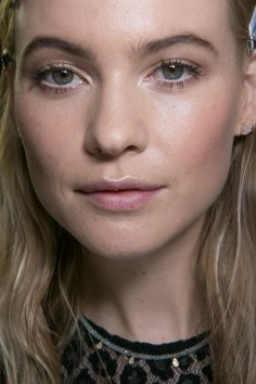 versace-backstage-beauty-spring-2016-fashion-show-the-impression-003