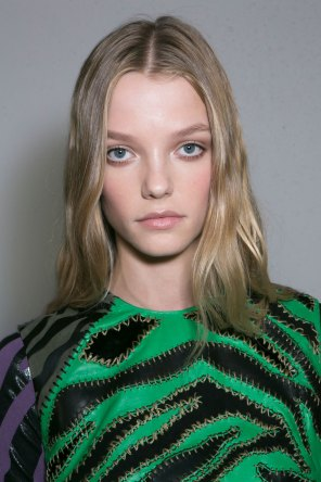 versace-backstage-beauty-spring-2016-fashion-show-the-impression-029