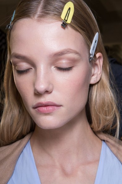 versace-backstage-beauty-spring-2016-fashion-show-the-impression-065
