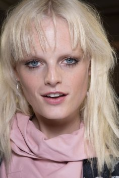 versace-backstage-beauty-spring-2016-fashion-show-the-impression-077