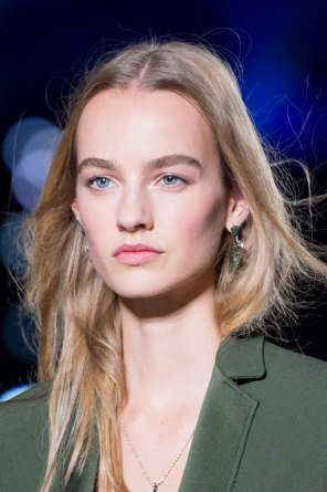 versace-runway-beauty-spring-2016-fashion-show-the-impression-015