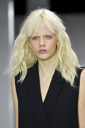 versus-runway-beauty-spring-2016-fashion-show-the-impression-006