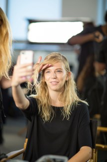wes-gordon-backstage-beauty-spring-2016-fashion-show-the-impression-13