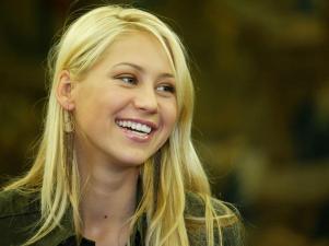 Anna Kournikova smile