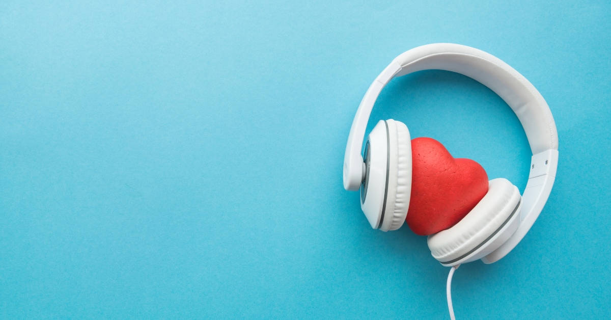 7 Amazing Podcasts for Moms Who Miss Learning #podcastsformoms #podcasts