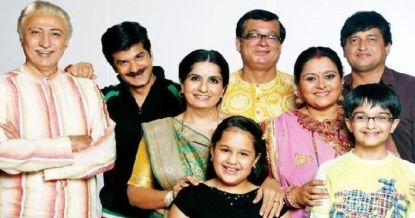 in photo the whole star caste of the show khichdi posing for a family photo