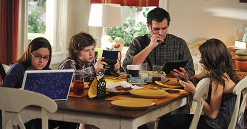 in photo a scene from the tv show modern family