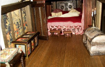 theinfill Medieval, Tudor, Jacobean 1:12 dolls house blog - the infill dolls house blog – Bed with pillows - flash photo of room
