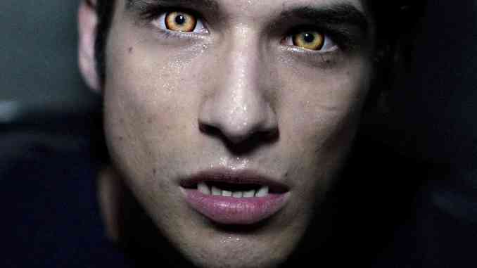 """Tyler Posey """"In honor of the new wolf episode tonight"""" (Instagram)"""