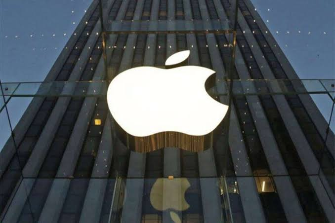 Apple Awards $2,88,500 To Hacker Who Found 55 BUGS In His System