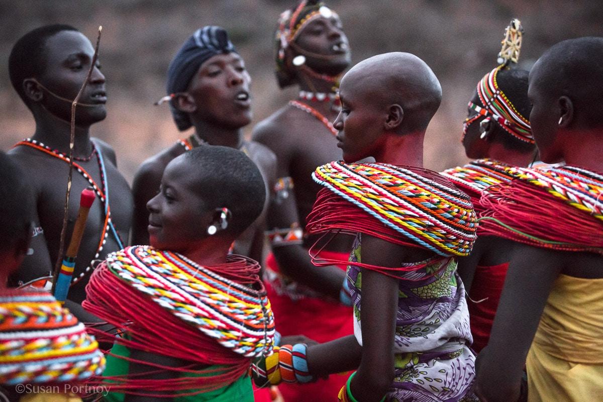 samburu-men-and-women-dance-in-kenya-5