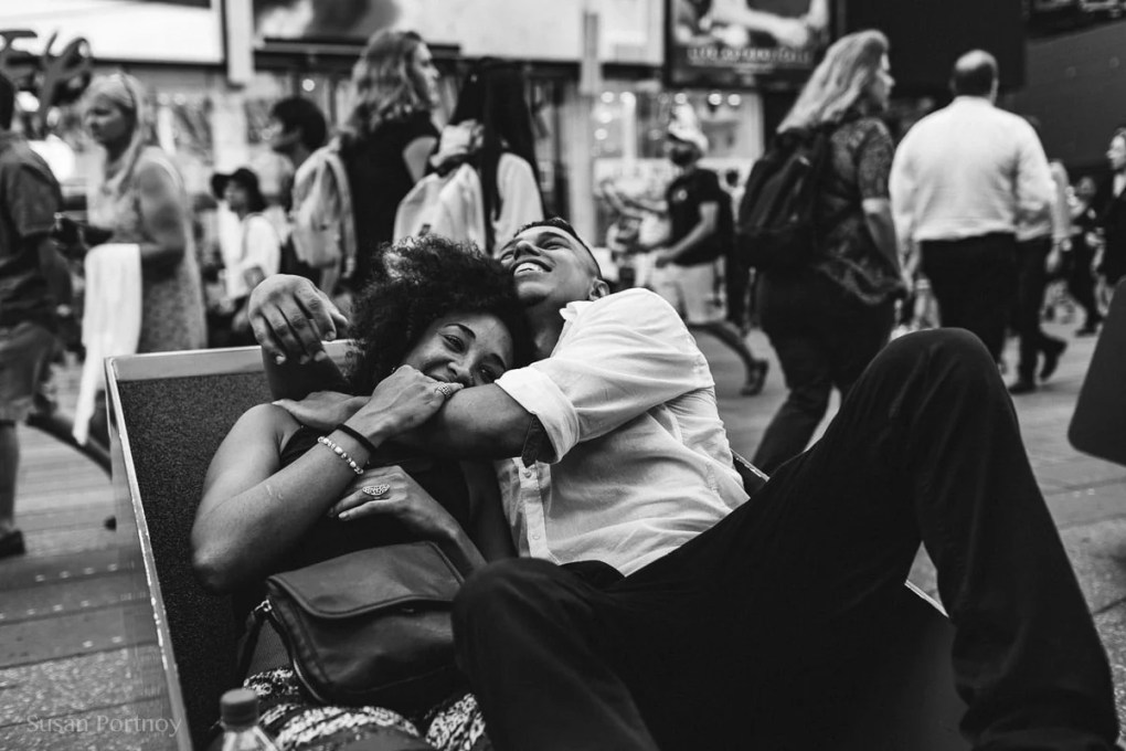 Two lovers in Times Square - Peter Turnley Street Photography Workshop