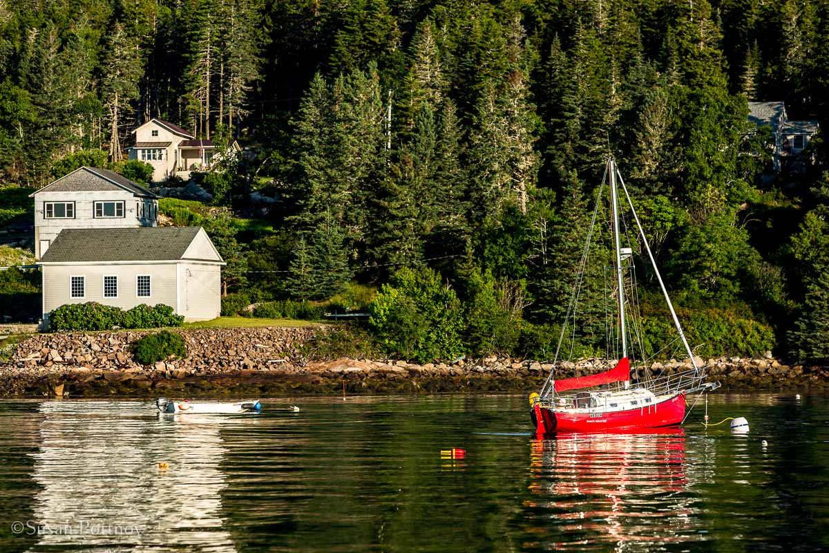 A sailboat in Buck's Harbor - Windjammer cruise in Maine-593220180704