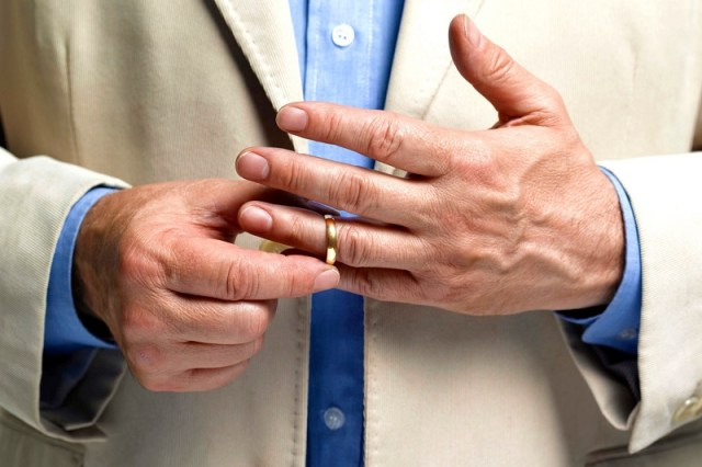 He rarely wears wedding rings