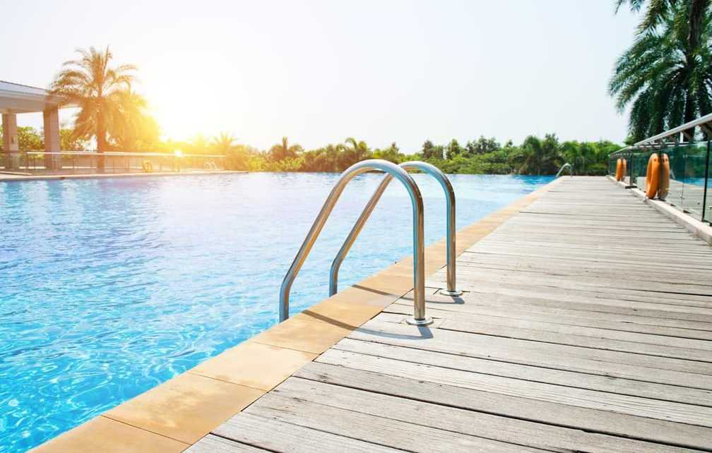 Swimming Pool Closing Tips