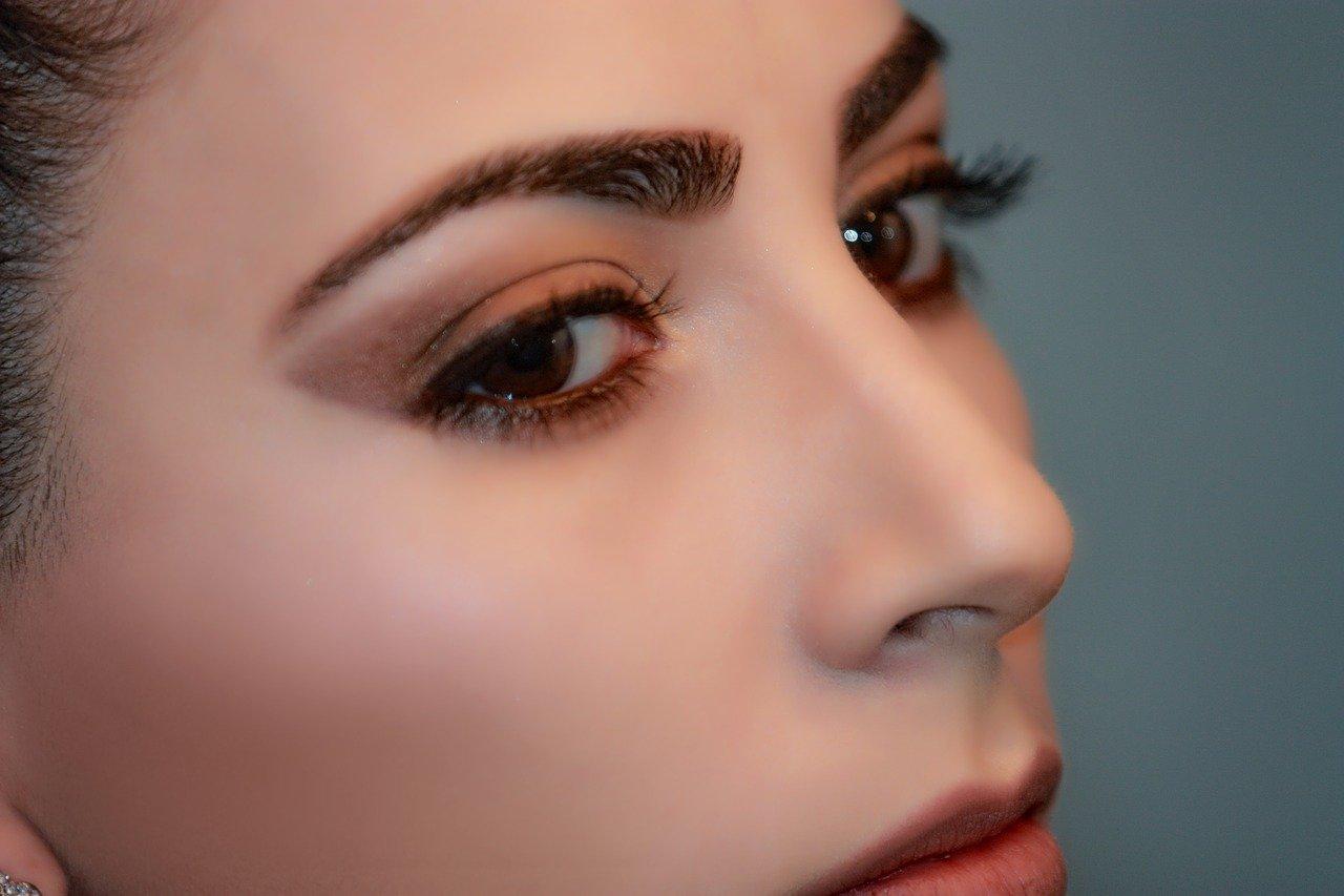 keep your eyelash look glamorous