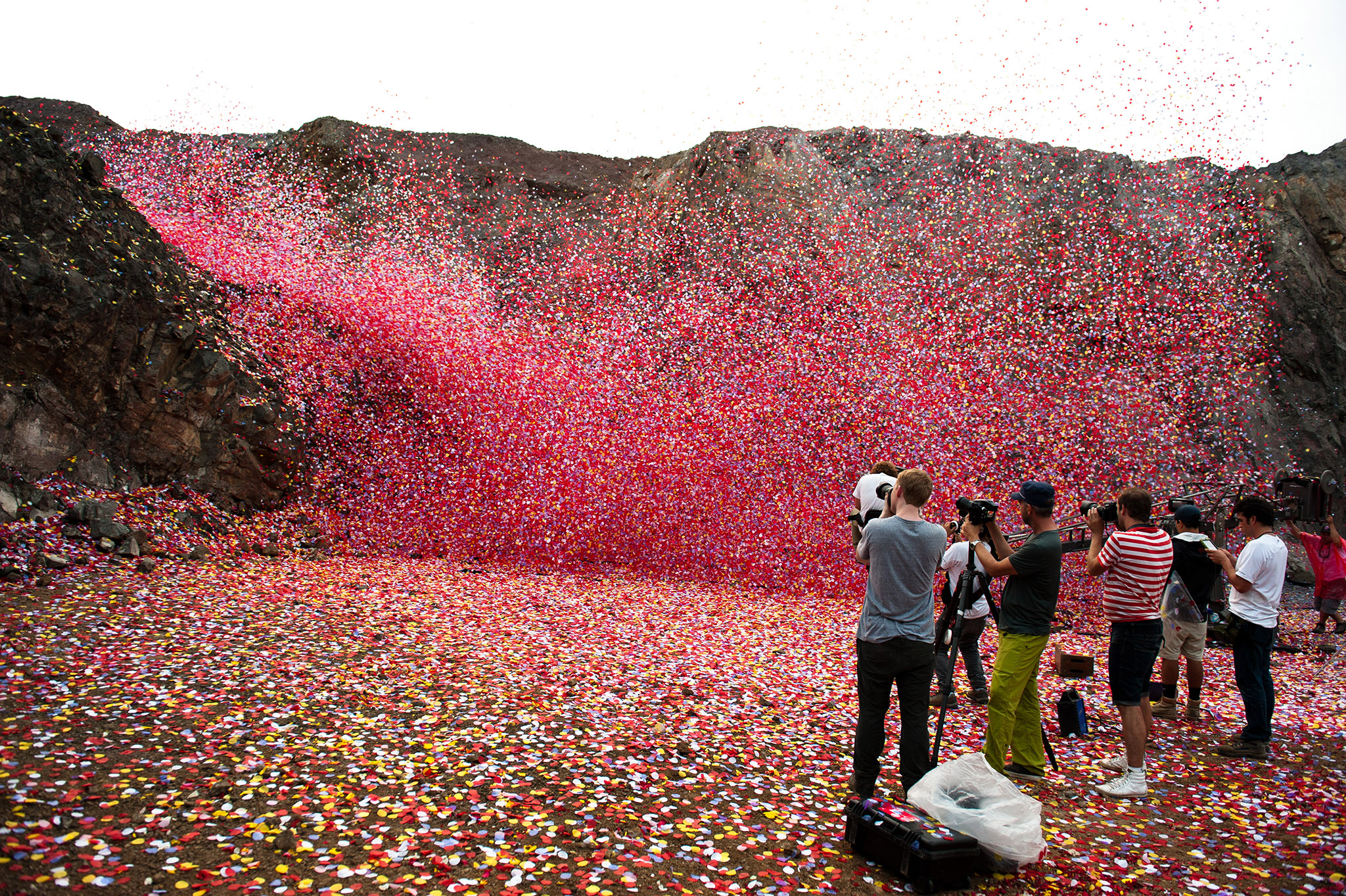 Rose Petals Falling Wallpaper Sony Bravia Volcano Explodes With Petals The Inspiration