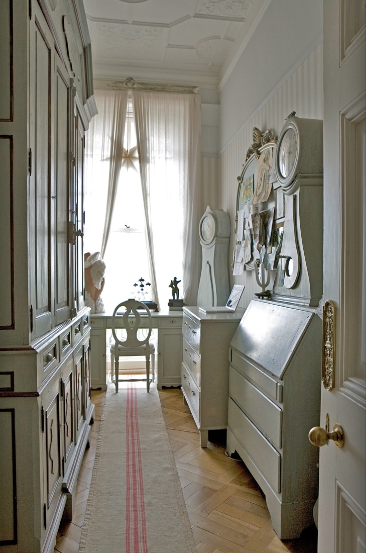 Making the Most of Hallways  Entries  Small Rooms  The