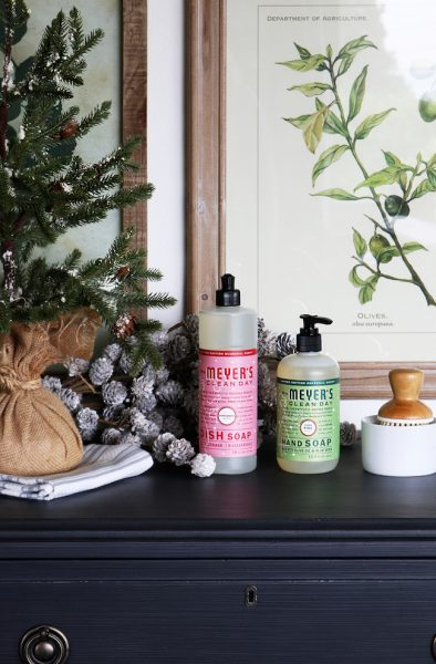 mrs-meyers-holiday-scents-free-gift-from-the-inspired-room