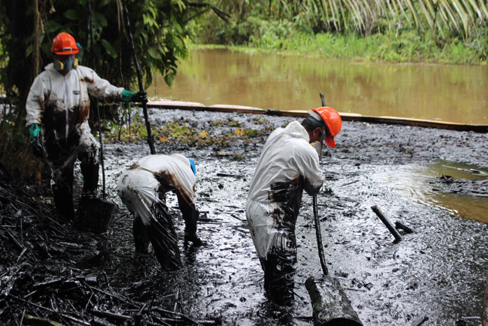 Feb 3rd 2017 in San Pedro, a village right on the Marañon. The spill occurred in a tributary of the Marañon that flows past the village. The village is Kukama (Cocama) and affiliated with ACODECOSPAT. The spill happened Nov 13th, 2016 while the pipe was 4m under water according to maintenance crews. Photos by Ricardo Segovia/E-Tech International