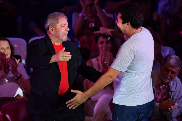 Former Brazilian president Luiz Inacio Lula da Silva (L) greets a coordinator of the Brazilian Homeless Workers Movement (MTST) Guilherme Boulos (R) during a meeting with intellectuals in Sao Paulo, Brazil on January 18, 2018. / AFP PHOTO / NELSON ALMEIDA (Photo credit should read NELSON ALMEIDA/AFP/Getty Images)