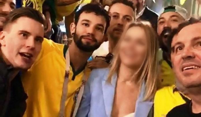"""Coelho, de camiseta preta à direita: """"Eu estava chegando naquela brincadeira e não conhecia ninguém ali""""."""
