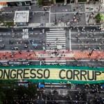 """Protesto realizado no dia 4 de dezembro de 2016 depois que a Câmara aprovou uma versão """"desfigurada"""" do pacote anticorrupção proposto pelo Ministério Público Federal."""