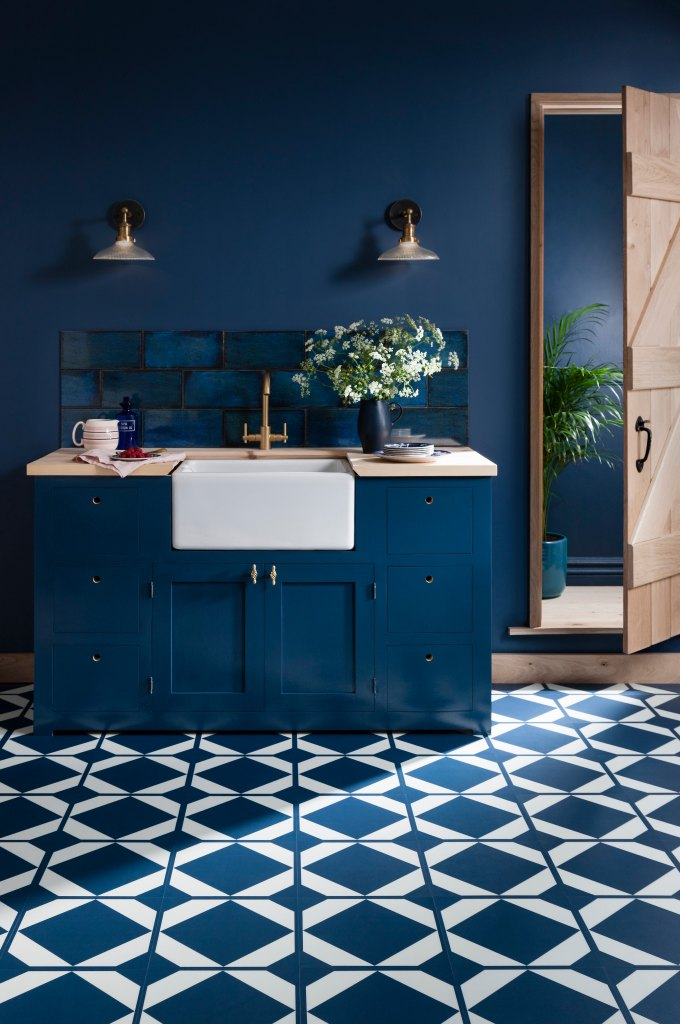 How To Use Classic Blue - Pantone's Colour Of The Year 2020 | Monochromatic Classic Blue kitchen with patterned floor to create the illusion of space