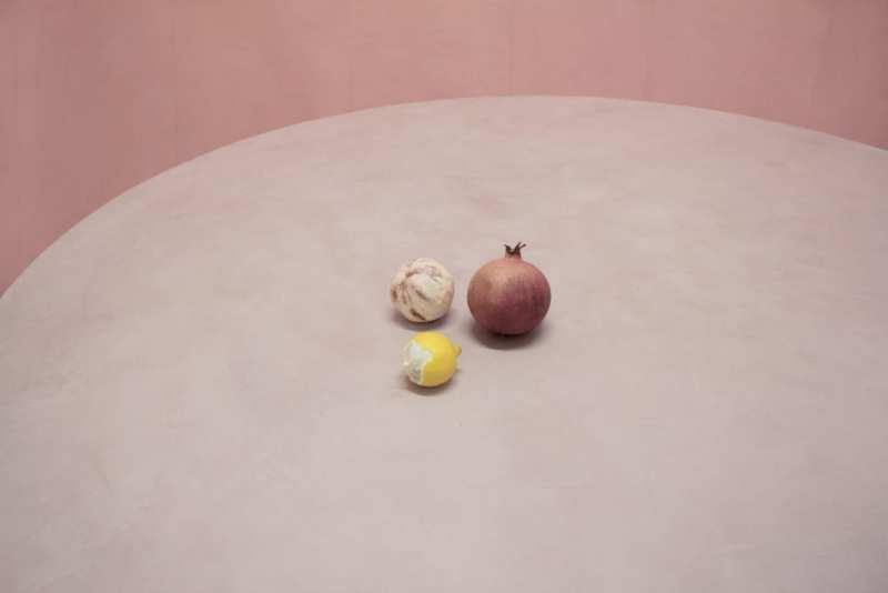 TheInvisibleCollection_LolaLely_Pink&BlueTable_Détail4